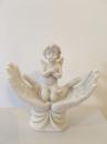 P728758B-cherubin-priere-mains-coeur